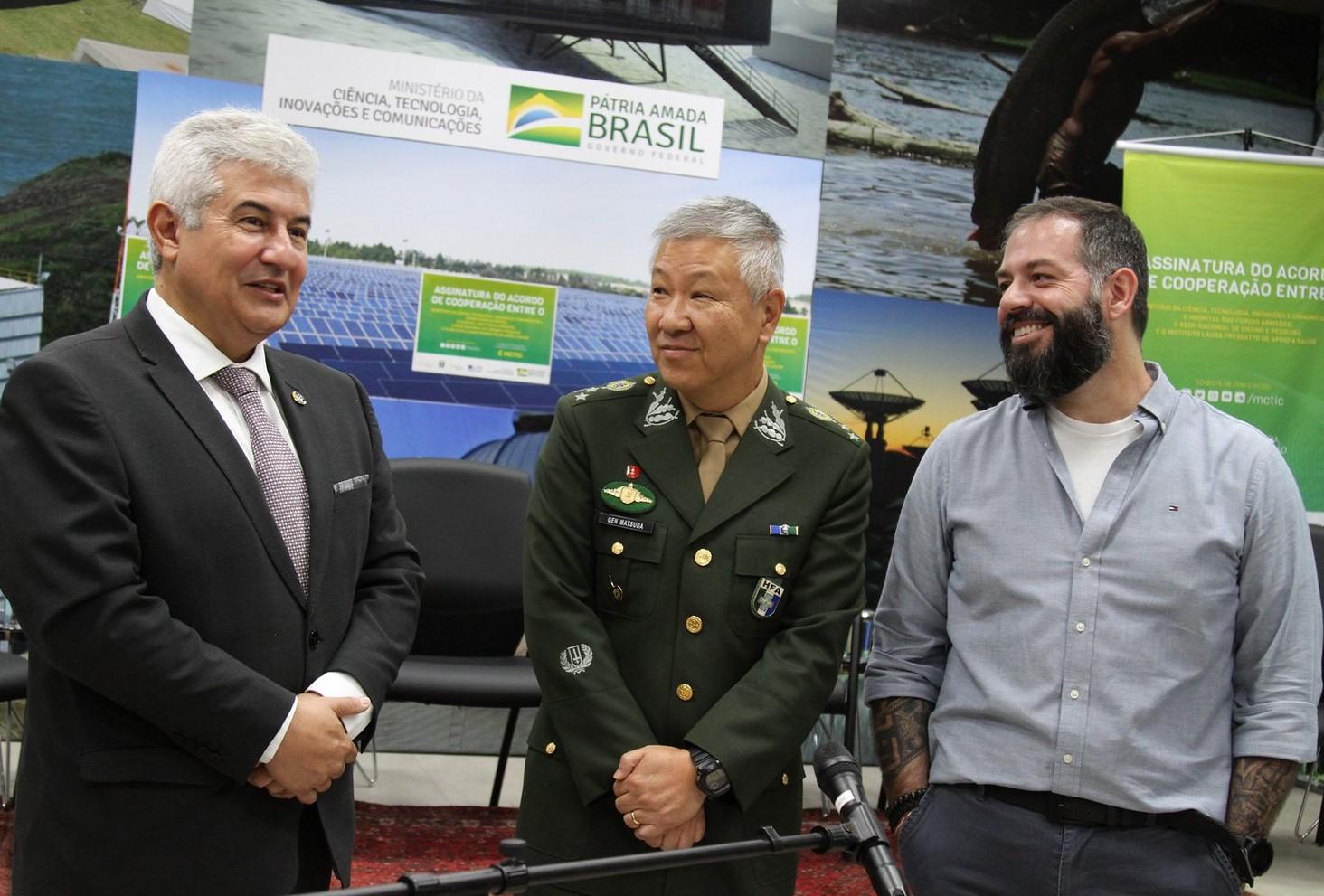 Da esquerda para direita: Ministro e Astronauta Marcos Pontes; Comandante Logístico do HFA, Rui Yutaka Matsuda; Presidente do Instituto Laura Fressatto, Jacson Fressatto.