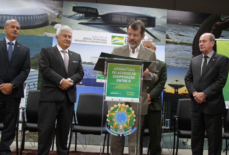 Nelson Simões, diretor-geral da RNP, assinou o Acordo de Cooperação