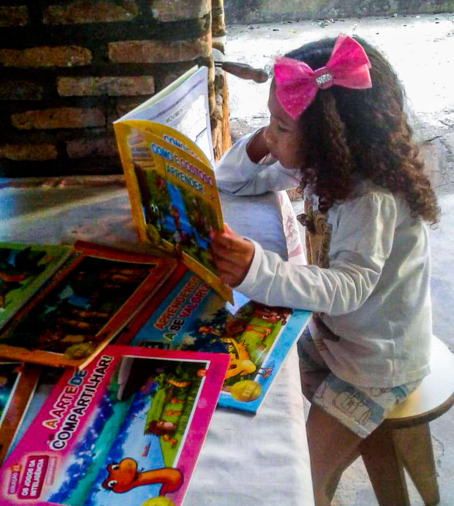 Agatha Sodré faz parte do número de 50 milhões de estudantes beneficiados pelo PNLD