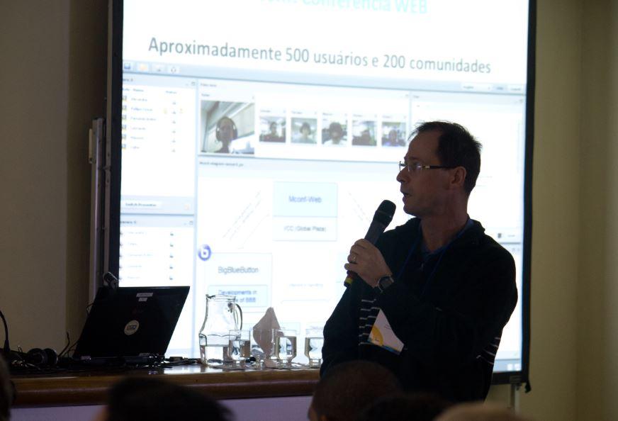 Professor Valter Roesler faz apresentação sobre a aplicação no WRNP em 2012